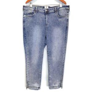 d/C Acid Wash Cropped Jeans Penningtons Curvy Fit